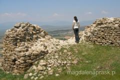 ze szczytu wzgórza roztacza się piekny widok na okolicę - ruiny Markovi Kuli