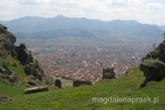 widok na Prilep ze szczytu, na którym znajduje się twierdza