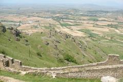 pozostałości murów obronnych i piękny widok na okolicę