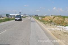 wjeżdżamy do Prisztiny - już wiele kilometrów przed miastem widać inwestycje budowlane