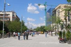 główny deptak miasta - Nena Tereze (czyli ul. Matki Teresy)