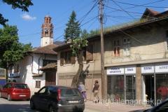 ulice Prisztiny - w tle wieża zegarowa