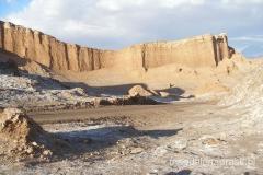 kolejne pustynne krajobrazy Księżycowej Doliny z pustyni Atacama, nie widać śladu życia