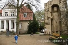 w Ogrodzie Tolerancji na terenie Muzeum Arkadego Fiedlera - można tu obejrzeć modele rzeźb i obiektów ważnych dla rozwoju poszczególnych cywilizacji