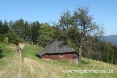 samotna chatka z pięknym widokiem na okolicę