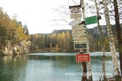 dookoła jeziorka prowadzi szlak turystyczny