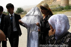 tadżycka Panna Młoda w tradycyjnym stroju