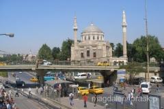 pierwsze wrażenie z Istambułu - pełno tu meczetów, niemal jeden przy drugim; wszędzie sterczą miranety