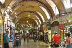 Kryty Bazar to 4,5 tysiąca sklepów, meczetów, banków, posterunków policji, restauracji i warsztatów rzemieślniczych