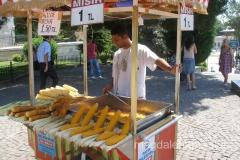 uliczny sprzedawca kukurydzy
