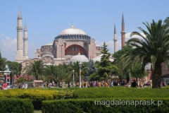Hagia Sophia - kościół Mądrości Bożej jest jedną z najważniejszych pamiątek ludzkości, która przez 1400 lat służyła Bogu i Allahowi, światu chrześcijańskiemu i islamowi.