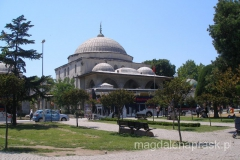 wewnątrz budynku znajdują się grobowce sułtanów