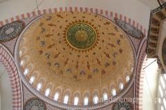 wnętrze Suleymaniye Camii - centralna kopuła ma 26,5m średnicy