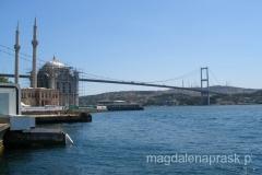 potężny most łączący kontynenty - po lewej: wybudowany w XVIIIw. meczet Ortakoy