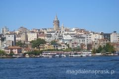 widok na Wieżę Galata z łodzi