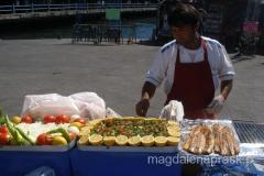 sprzedawca ryb świeżo wyłowionych z Zatoki Złoty Róg