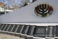 pomnik Żydów ze Stipu zamordowanych podczas II Wojny Światowej - zostali oni wywiezieni do obozu koncentracyjnego w Treblince i tam zginęli (o czym informuje napis na pomniku)