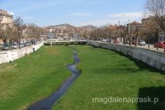 """""""rzeka"""" Otinja przepływająca przez centrum Stipu"""
