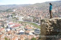 ruiny twierdzy na wzgórzu Isar i widok na Stip
