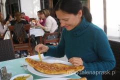 pastrmajlija - danie proste, zwykle spożywane tylko z ostrą papryczką