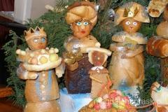 scena przybycia Trzech Króli przygotowana z .... chleba