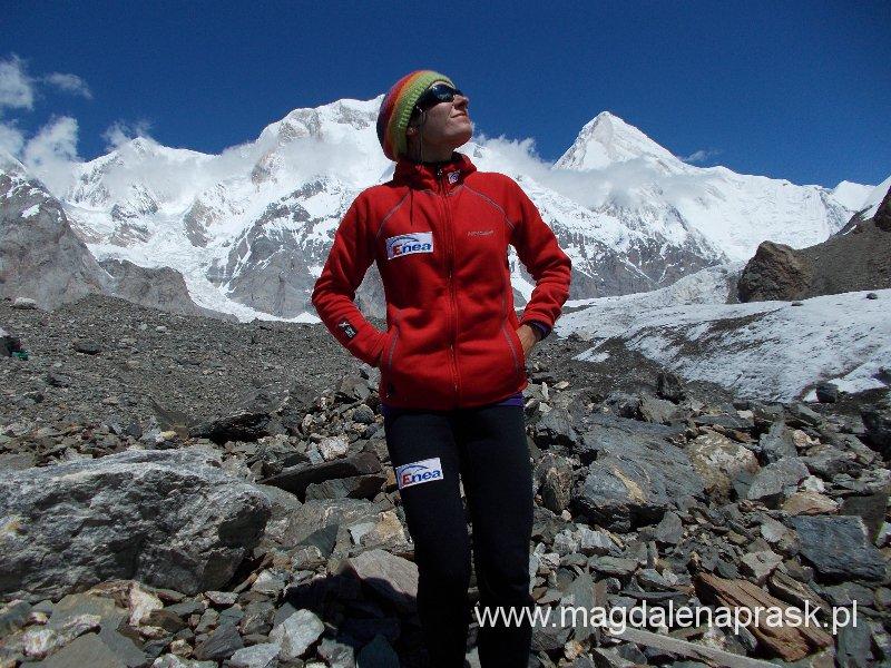 dzień restu w Bazie - za mną po lewej szczyt Chan Tengri