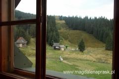 widok z okna schroniska na Hali Mizowej