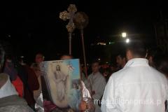 procesja prowadzona dookoła cerkwi