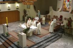 uroczysta msza w katolickim kościele