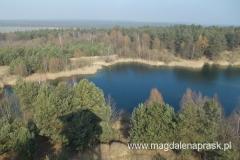 wieżę widokową postawiono na terenie dawnego wyrobiska w siąsiedztwie dwóch malowniczych zbiorników wodnych