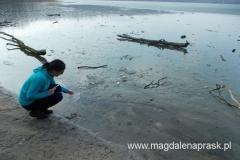 mimo bardzo łagodnej zimy Jezioro Góreckie nieco zamarznięte