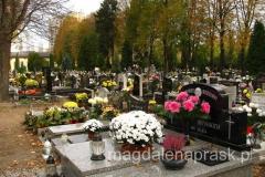Dzień Wszystkich Świętych (1 listopada) i Dzień Zaduszny – zwany również Zaduszkami (2 listopada), według polskiej tradycji są świętami pamięci o zmarłych.