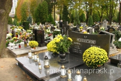 polskie cmentarze tego dnia toną w kwiatach