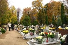 W tym dniu katolicy modlą się za wszystkich zmarłych.