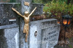 na polskim cmentarzu