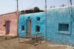 gliniane kolorowe domki w Indiach