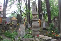 Na Pęksowym Brzyzku znajduje się około 500 grobów, w tym 250 osób zasłużonych.