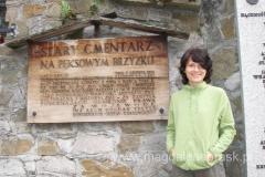 """Nazwa cmentarza pochodzi od nazwiska darczyńcy ziemi, na której jest zlokalizowany, Jana Pęksy. W gwarze góralskiej """"brzyz"""" (""""brzyzek"""") oznacza urwisko nad potokiem."""