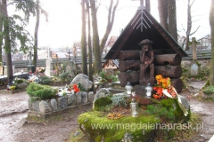 jeden z grobów na cmentarzu na Pęksowym Brzyzku