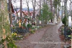 spacerując po cmentarzu