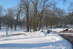 dookoła pałacu rozciąga się pięknie zadbany park krajobrazowy