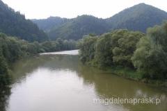 zamek jest położony na prawym brzegu pięknej rzeki Orawy