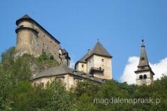 zamek usytuowany jest pięknie na wysokim brzegu Orawy