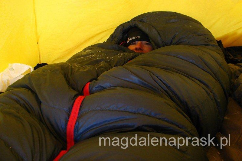 w obozach wysokościowych jest bardzo zimno - a ciepły śpiwór to podstawa!